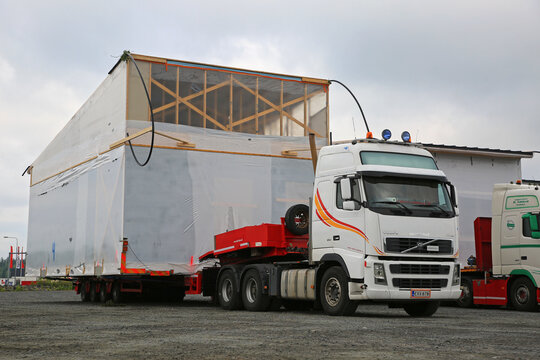 Volvo FH16 Semi Trailer Wide Load Transport