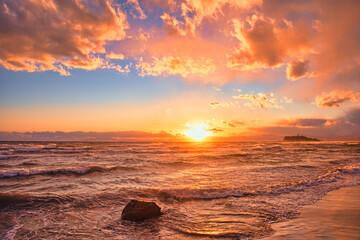 神奈川県・江の島海岸の夕陽