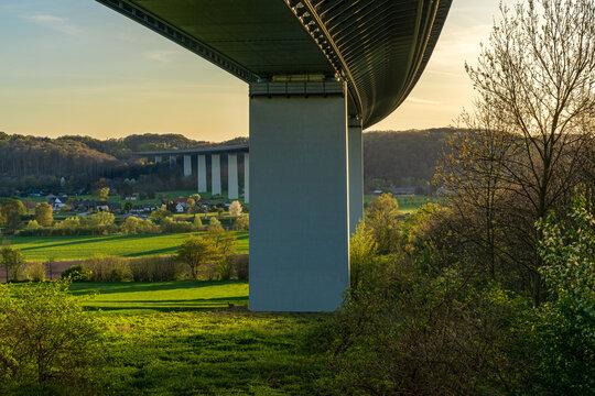 Evening view over the Ruhrtal and the motorway bridge towards towards Mintard in Muelheim an der Ruhr, North Rhine-Westphalia, Germany