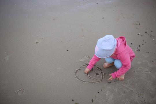 Morze Bałtyckie wakacje  plaża dziecko
