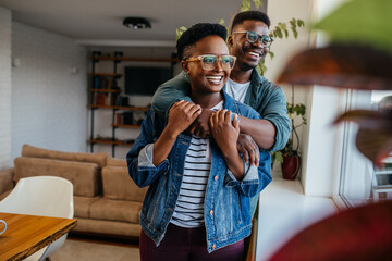 Obraz Happy smiling black couple at home - fototapety do salonu