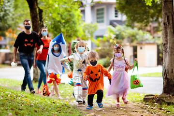Fototapeta Kids trick or treat. Halloween in face mask. obraz