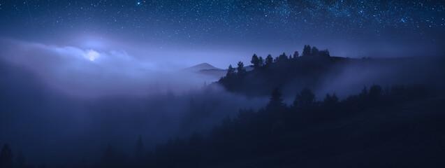 Fototapeta Beautiful moonrise over the foggy mountains at night obraz