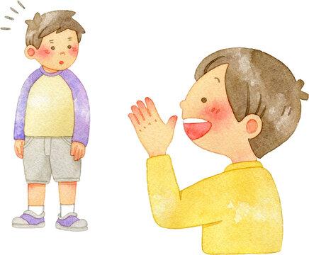 友達に笑顔で声をかける男の子