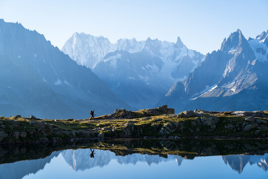 Woman hiking at Lac des Cheserys, with a view at the beautufil mountaoins of Chamonix.