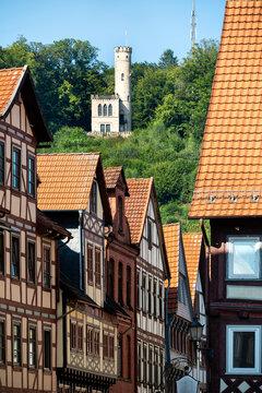 Fachwerkhäuser in Hann.Münden mit Blick zur Tillyschanze