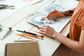 Obraz Young female artist drawing in workshop - fototapety do salonu