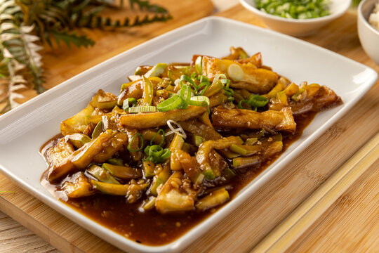 Bamboo shoots and zucchini in spicy sauce