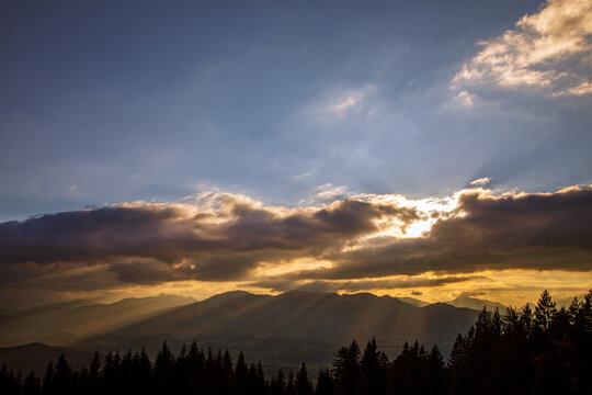 Allgäu - Berge - Strahlen - Sonnenuntergang - Stimmung