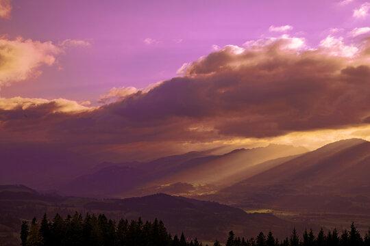 Allgäu - Alpen - Sonnenuntergang - Alpenglühen - Strahlen - Abendrot