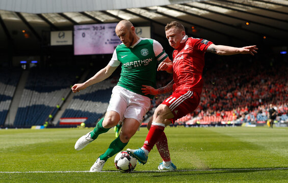 Hibernian's David Gray in action with Aberdeen's Jonathan Hayes