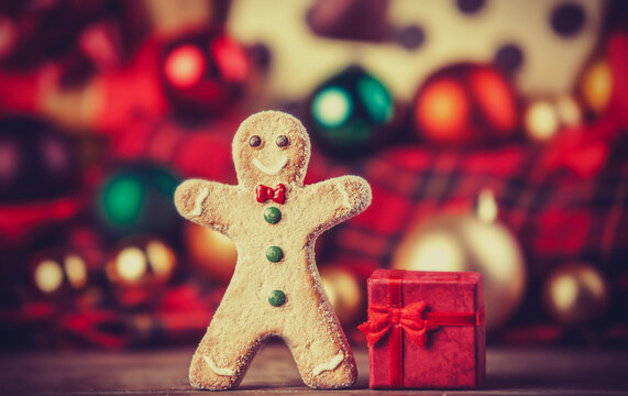 Cookie man and gifts.