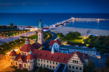 Obraz Beautiful architecture of Sopot city at the pier (Molo) by the Baltic Sea at dusk, Poland. - fototapety do salonu