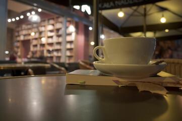 Fototapeta Kawa w ogródku, kawiarni obraz