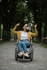 Obraz Disabled woman in wheelchair listens to music - fototapety do salonu