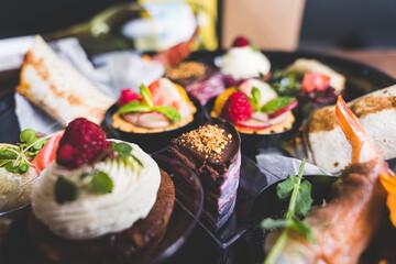Fototapeta Jedzenie w restauracji - świętowanie.  obraz