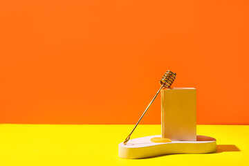 Obraz Composition with dipper and honey on color background - fototapety do salonu