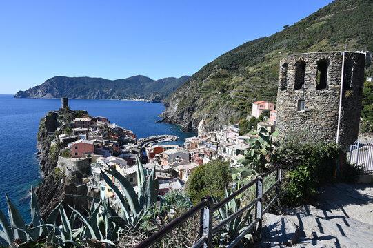 Panorama su Vernazza vista dal sentiero per Corniglia, nelle 5 Terre
