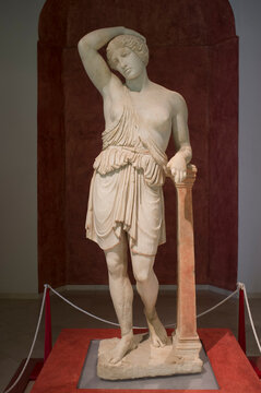 Wounded Amazon, roman sculpture