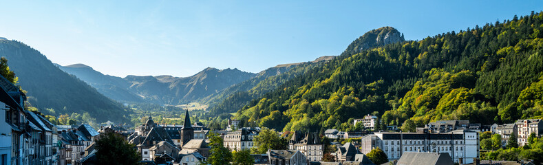 Le Mont-Dore et en fond le Puy de Sancy