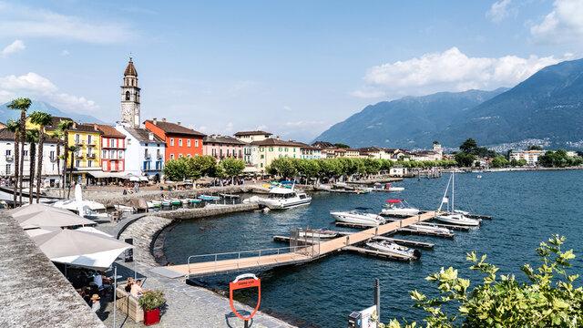 Uferpromenade von Ascona, Kleinstadt im Kanton Tessin, Lago Maggiore, Tourismus, Schweiz