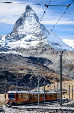 Zahnradbahn auf den Gornergrat. Matterhorn, Gipfel, Berg, Zermatt, Wallis, Schweiz.