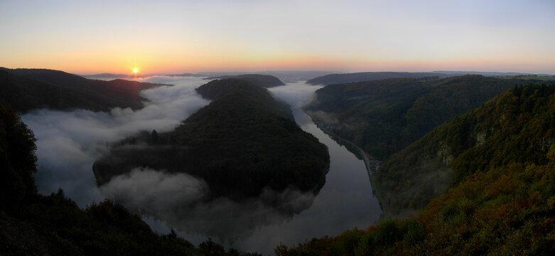 Sonnenaufgang über der Saarschleife, Deutschlands schönster Flussschleife