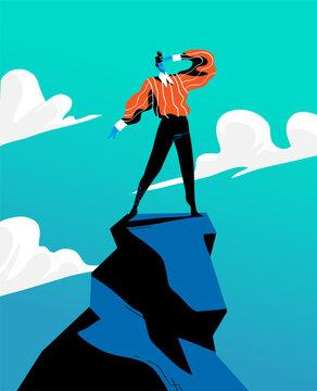 Uomo di successo che ha raggiunto la cima della montagna e guarda verso l'orizzonte per nuove sfide